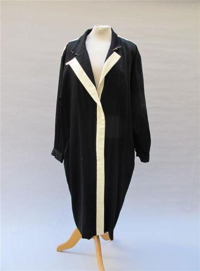 CHRISTIAN DIOR. Robe en lainage noire et...