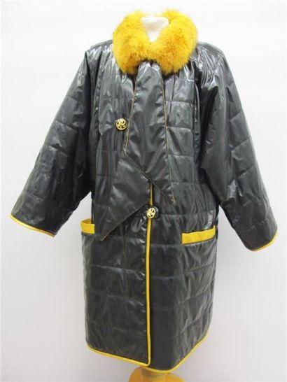 NINA RICCI. Manteau noir et moutarde en toile...