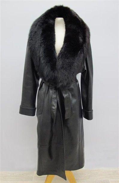 GIORGIO. Manteau noir en cuir, col en renard...