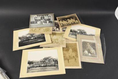 1880 Un ensemble de 22 photographies d'Indochine....