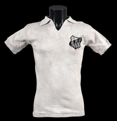 PELÉ n°10. Maillot porté avec le Santos FC...