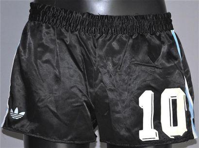 Diego MARADONA n°10. Short porté par la légende...
