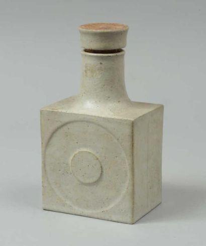 GAMBONE Bruno (né en 1936) Flacon cubique...