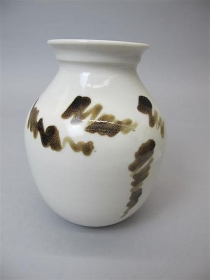 BERODOT Michel (XXe) Vase en biscuit à glaçure...