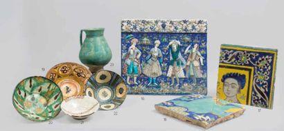 IRAN. Coupe en céramique argileuse, décorée...