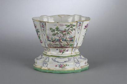 SCEAUX. Vase en faïence dit « vase hollandais...