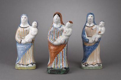 CENTRE. Trois statuettes en faïence représentant...