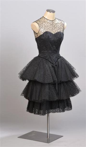 CARVEN Haute Couture. Robe du soir bustier...