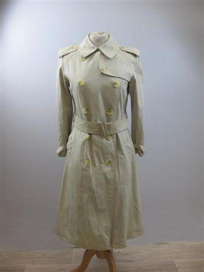 BURBERRYS. Trench coat beige, ceinturé à...