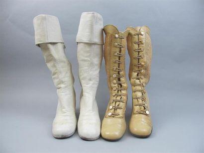 MAUD FRIZON. Paire de bottes en cuir blanc...