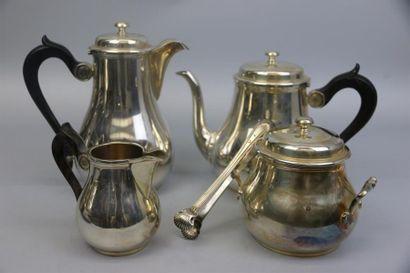 Service à thé et café quatre pièces en argent...