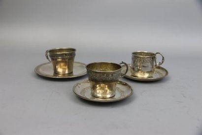 Tasse à café et sa sous-tasse en argent (950°/°°)...