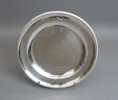 Plat en argent 950°/°° agrémenté d'une frise...