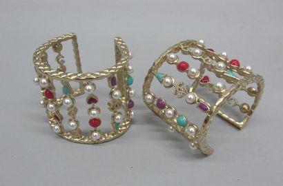 Elisabeth QUIN CHANEL Deux bracelets manchette...
