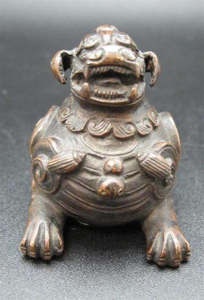 CHINE Poids en bronze figurant une chimère...