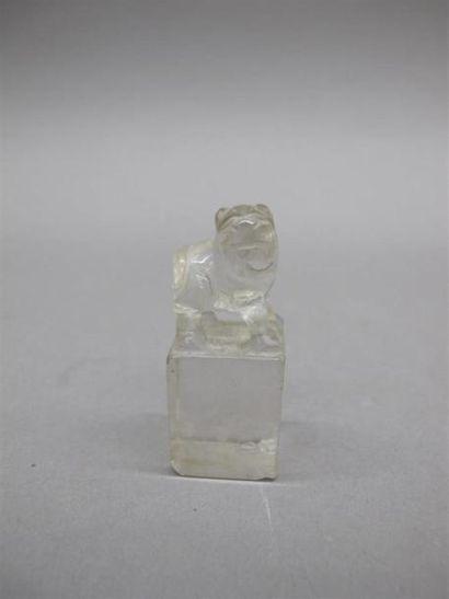 CHINE - XXe siècle Petit cachet en cristal...