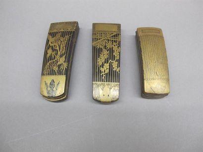 JAPON - Fin Epoque EDO (1603 - 1868) Trois boites en laque or et noir en forme de...
