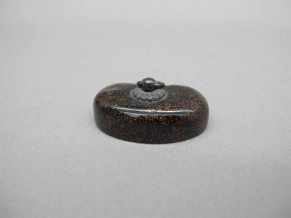 JAPON - XVIIIe siècle Manju reiniforme en laque hirame à décor en hiramaki-e de...