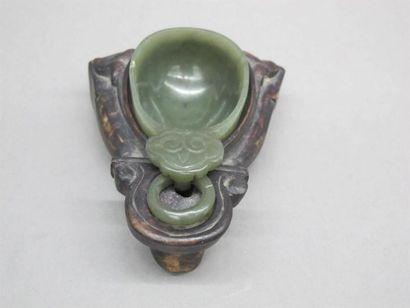 CHINE - Vers 1900 Coupe en néphrite verte...
