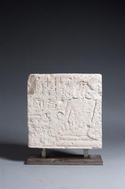 Fragment de stèle fausse-porte représentant...