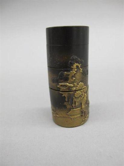 JAPON - Epoque EDO (1603 - 1868) Petit inro cylindrique en laque hirame à décor...