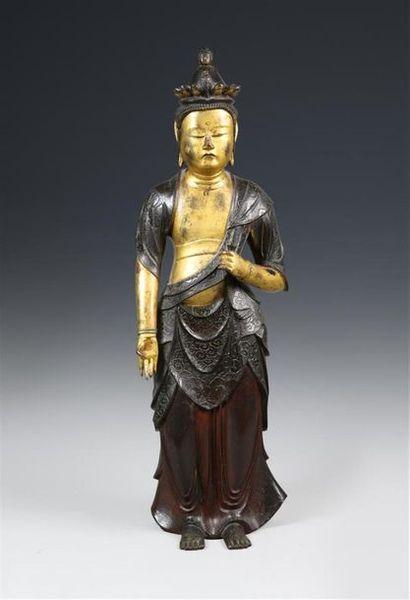 JAPON Statuette en bronze doré et polychromie...