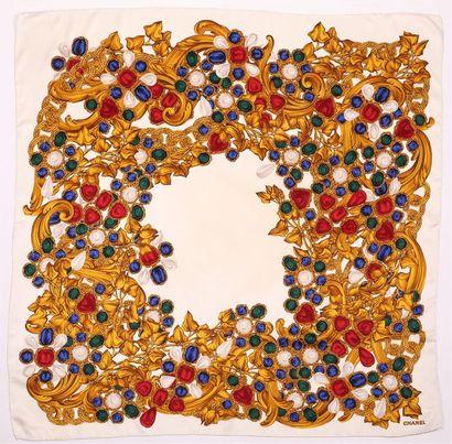 CHANEL Foulard en soie imprimée de chaines...