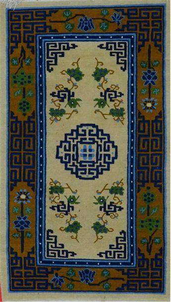 TIEN SIN (Chine) Vers 1970. Velours en laine...
