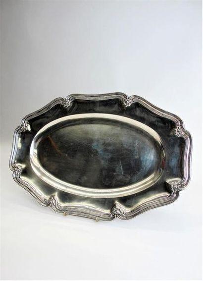 Plat ovale en argent 950°/°° à bords chantournés...