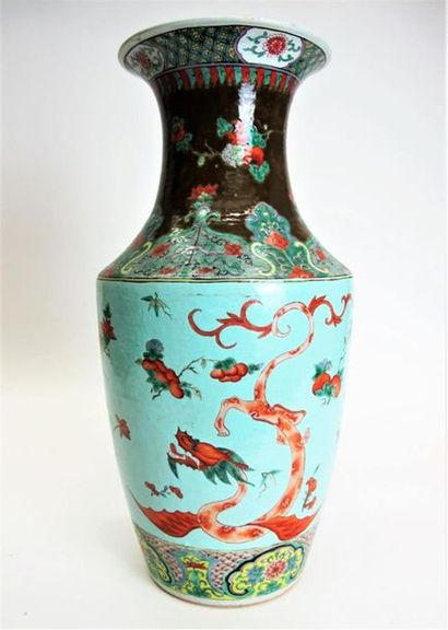 CHINE, vers 1900 Vase de forme balustre en...