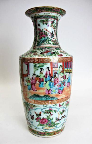 CHINE, CANTON, Fin XIXe siècle Vase de forme...