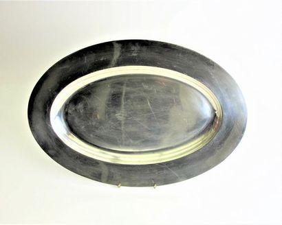 Plat oval en argent 800°/°° à large bordure....