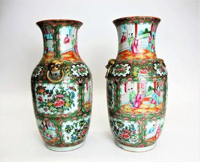 CHINE - CANTON fin XIXe siècle Paire de vases...