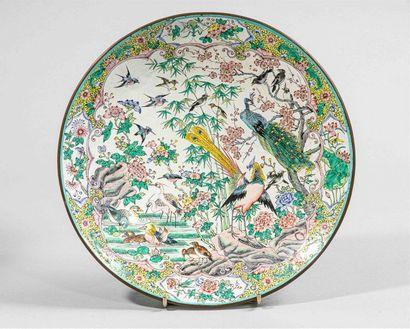 CHINE ou VIETNAM, XIXe siècle Plat sur talon...