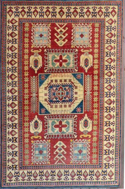 KAZAK (Sud Caucasien) vers 1980. Velours...