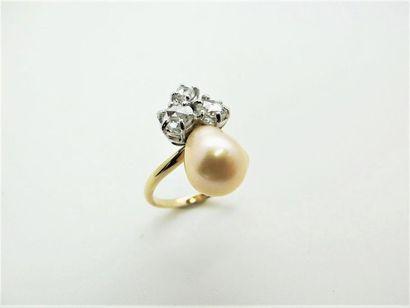 Bague en or jaune 18k ornée d'une perle en...