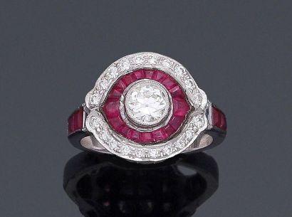 Bague en or blanc 750°/°° ornée d'un diamant taille ancienne en serti clos dans...