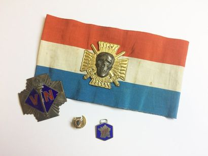 Lot :  - Brassard et insigne de col des Croix...