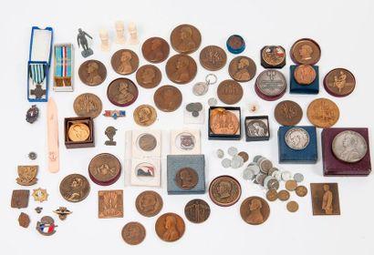 Bel ensemble de médailles ou plaques (unifaces)...