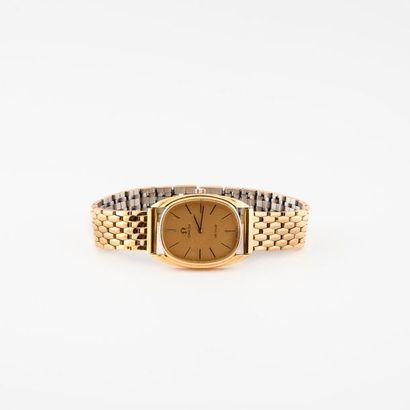 Deux montres bracelets d'homme :  - une OMEGA...