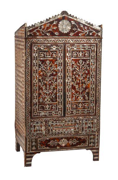 EMPIRE OTTOMAN, première moitié du XIXème siècle Small cabinet to be placed with...
