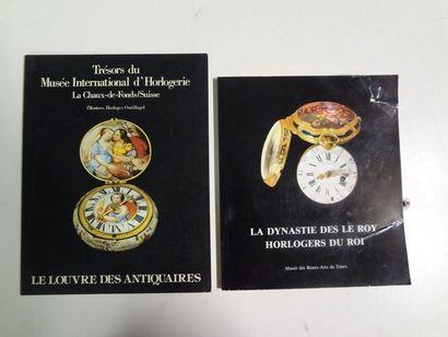 Lot de deux catalogues comprenant :  - Le...
