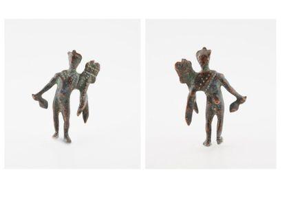 Statuette en bronze à patine verte figurant...