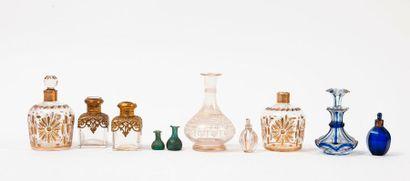 Ensemble de 10 flacons en verre, fin du XIXème...