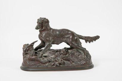 D'après Pierre-Jules MÊNE (1810-1879)  Chien de chasse à l'arrêt.  Epreuve en bronze...