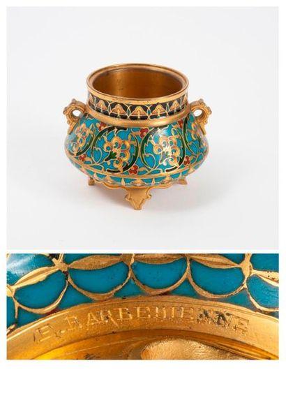 Etablissements BARBEDIENNE, seconde moitié du XIXème siècle  Small cup with two quadripod...