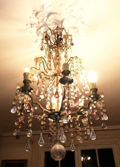 Petit lustre en laiton patiné à six bras de lumière à double balustre central, godronné,...