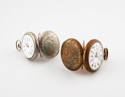 Deux montres de gousset en métal.  Cadrans émaillés blanc, index peints en noir...