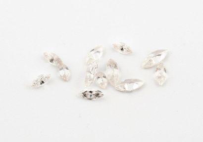 Lot de diamants de taille marquise sur papier....