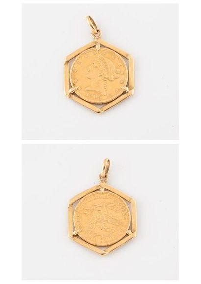 Pendentif en or jaune (750) de forme hexagonale...